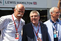 Dr. Dieter Zetsche, a Daimler AG vezérigazgatója és Thomas Bach, az IOC elnöke valamint Claudio Ranieri, a Leicester City vezetőedzője