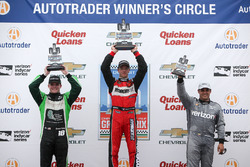 Podium: Winnaar Sébastien Bourdais, KV Racing Technology Chevrolet, tweede plaats Conor Daly, Dale Coyne Racing Honda, derde plaats Juan Pablo Montoya, Team Penske Chevrolet