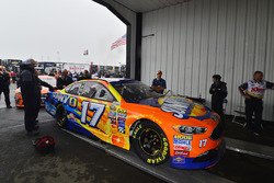The car of Ricky Stenhouse Jr., Roush Fenway Racing, Ford, im Regen