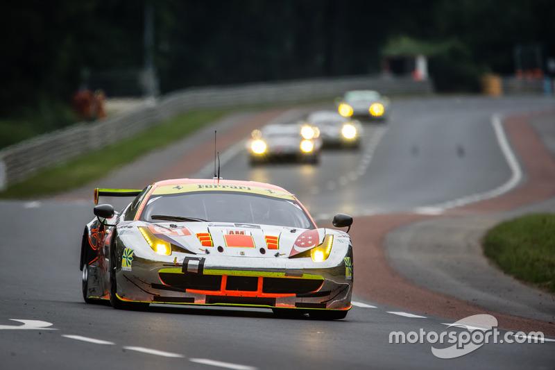 41: (GTE AM Pole) #61 Clearwater Racing Ferrari 458 Italia: Mok Weng Sun, Rob Bell, Keita Sawa