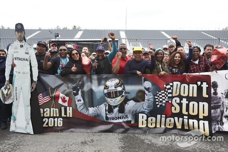 Lewis Hamilton, Mercedes AMG F1 fans banner