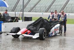 A.J. Foyt Enterprises membri della squadra sotto la pioggia