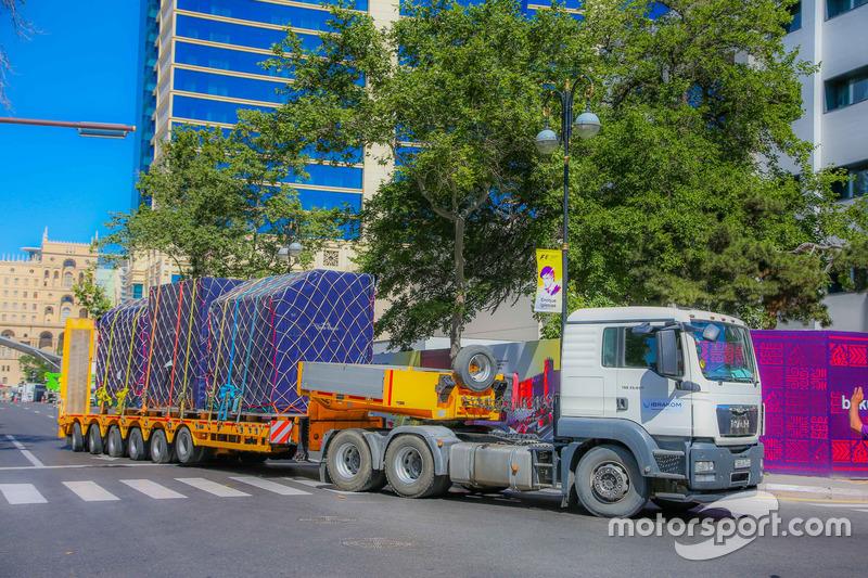 I materiali della Formula 1 arrivano nel paddock