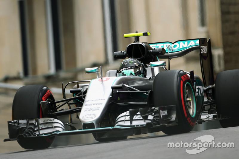Нико Росберг, Mercedes AMG F1 W07 Hybrid. Первая тренировка