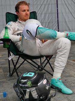 Nico Rosberg, Mercedes AMG F1 fermo nella seconda sessione di prove libere