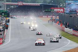 #2 Porsche Team Porsche 919 Hybrid: Romain Dumas, Neel Jani, Marc Lieb lidera detrás del coche de seguridad