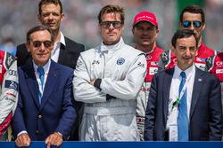 Foto oficial de Acción de FIA para la seguridad vial: Presidente de ACO Pierre Fillon, actor Brad Pitt con pilotos