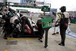 Pit stop #5 Toyota Racing Toyota TS050 Hybrid: Anthony Davidson, Sébastien Buemi, Kazuki Nakajima