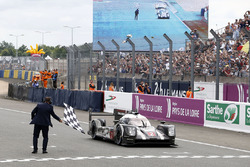 #2 Porsche Team Porsche 919 Hybrid: Romain Dumas, Neel Jani, Marc Lieb takes the win