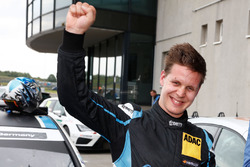 Pemenang lomba Josh Files, Target Competition, SEAT Leon TCR