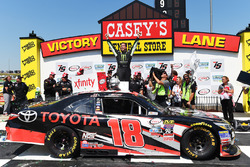 Pemenang lomba Sam Hornish Jr., Joe Gibbs Racing Toyota
