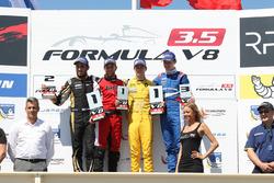 Победитель гонки Луи Делетразodium: winner Louis Deletraz, Fortec Motorsports, second place Roy Nissany, Lotus, third place Egor Orudzhev, Arden Motorsport