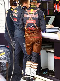 Макс Ферстаппен, Red Bull Racing в гоночном комбинезоне в виде традиционного австрийского костюма