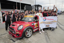 Polesitter #73 MINI JCW Team MINI Cooper John Cooper Works: Derek Jones