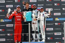 Podium: Race winner Stefano Comini, Leopard Racing, Volkswagen Golf GTI TCR; second place Pepe Oriola, Team Craft-Bamboo, SEAT León TCR; third place Gianni Morbidelli, West Coast Racing, Honda Civic TCR