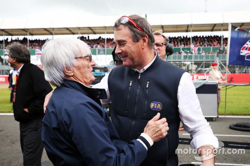 Bernie Ecclestone ve Nigel Mansell gridde