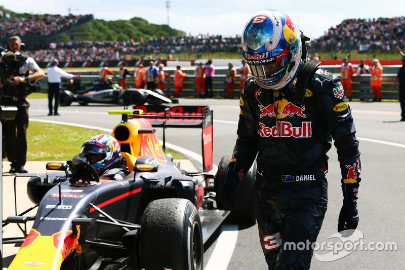 También vive un momento delicado Ricciardo, que aseguró que perdió el podio por el Virtual Safety Car y vio cómo, por segunda carrera consecutiva, su compañero subía al podio.