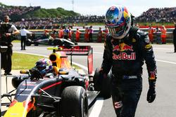 Daniel Ricciardo, Red Bull Racing con il compagno di squadra Max Verstappen, Red Bull Racing RB12 nel parco chiuso