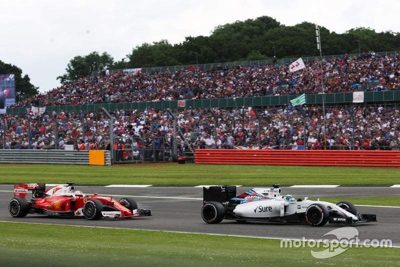 Sebastian Vettel sólo pudo ser noveno y además recibió una penalización de cinco segundos por obligar a Felipe Massa a salirse de pista mientras le adelantaba. Mala carrera del alemán, que además cometió un error en la primera curva que le hizo trompear.