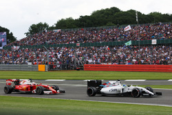 Felipe Massa, Williams FW38 leads Sebastian Vettel, Ferrari SF16-H