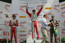 Podium race 1: tweede plaats Mick Schumacher, Prema Powerteam, winnaar Juan Manuel Correa, Prema Powerteam, derde plaats Giuliano Raucci, Diegi Motorsport