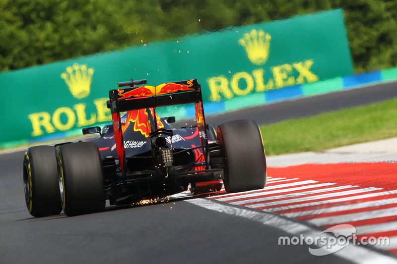 Daniel Ricciardo, Red Bull Racing RB12 fa scintille