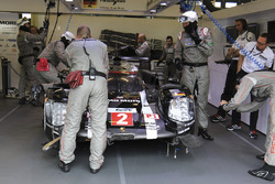 #2 Porsche Team Porsche 919 Hybrid: Romain Dumas, Neel Jani, Marc Lieb, crash