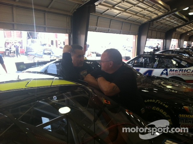 JCR Crew Chief Rickie Pearson confers with Car Chief Tommy Blackwell