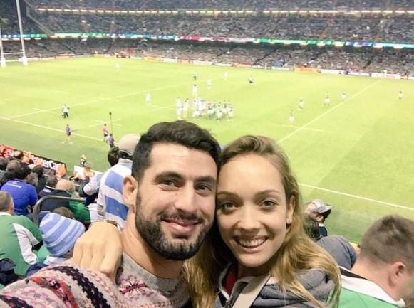 José María López, junto a su esposa Victoria, en el partido de Los Pumas