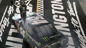 Kyle Busch goes to victory lane: Darlington