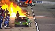 Un stand de NASCAR prend feu