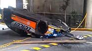 Kran lässt Rennwagen fallen