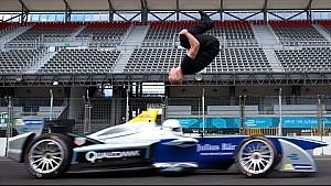 Leap Of Faith: Дамиен Уолтерс сделал обратное сальто через мчащийся автомобиль Формулы Е