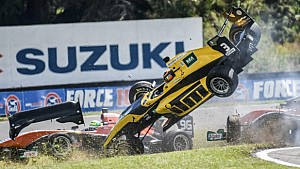 Le crash de Brendon Leitch en Toyota Racing Series