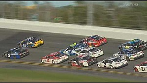 Kettingbotsing met 17 auto's tijdens Daytona 500