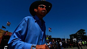 Autographs Richard Petty's way of saying thank you to fans