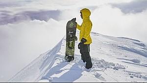 Lewis Hamilton fait du snowboard au Japon